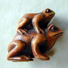 pair-of-frogs-ojime-1334189031-jpg